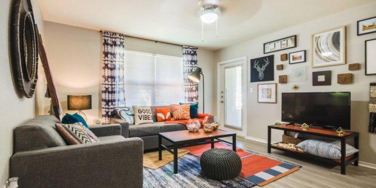 UNT Off-Campus Housing Service | Gateway at Denton Apartments (2BR